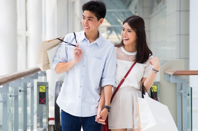 Asian%20couple%20shopping%20in%20mall.jpg
