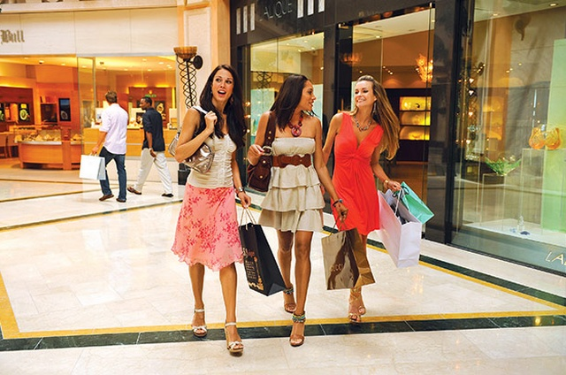 Luxury shopping at Crystal Court Shops | Global Blue