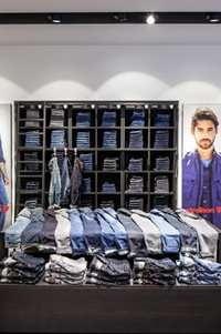 new concept f2c91 7aecc Strellson Stands Out with its best Munich Store Yet | Global ...