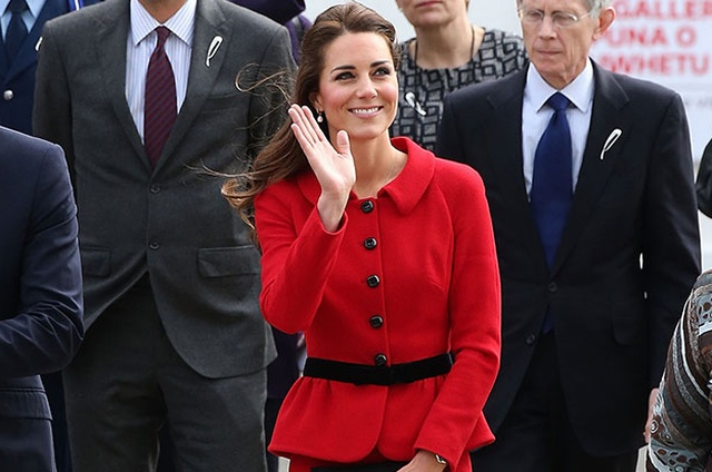 af758595d8 Catherine, Duchess of Cambridge attends formal welcome ceremony in New  Zealand, wearing Luisa Spagnoli