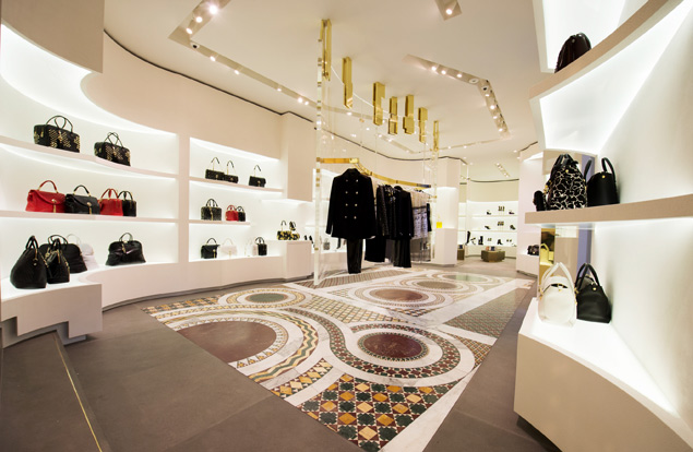 Versace opens a new look store in rome global blue for Negozi design online