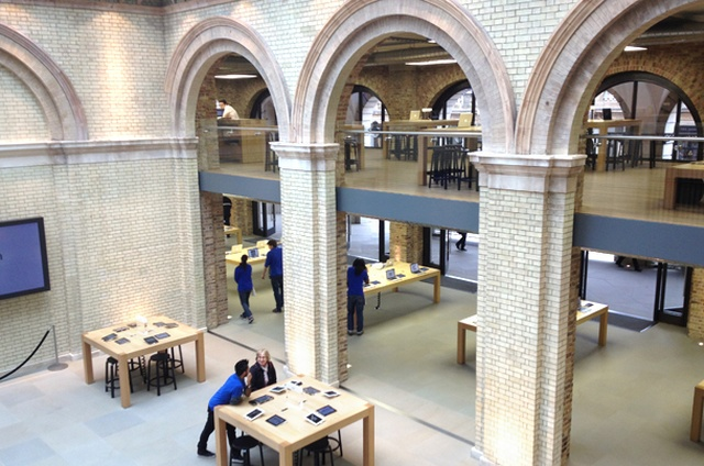 Window Shopping at Apple Store Covent Garden | Global Blue